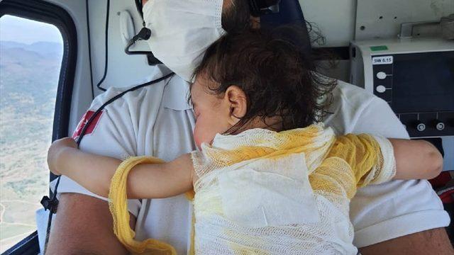 Afyonkarahisar'da üzerine sıcak su dökülen bebek, ambulans helikopterle Eskişehir'e sevk edildi