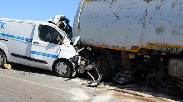 Uşak'ta 4 aracın karıştığı trafik kazasında 3 kişi yaralandı