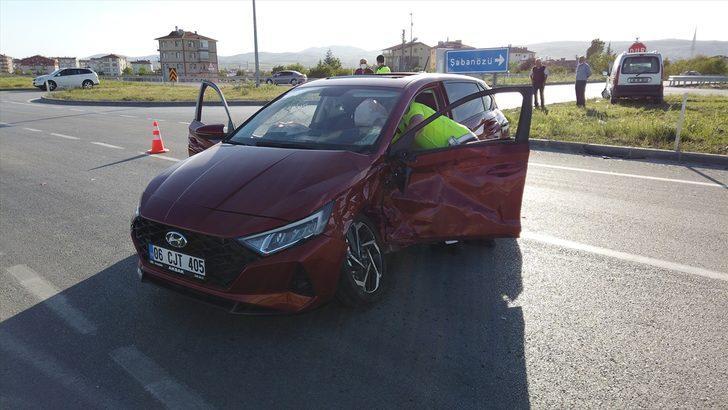 Çubuk'ta iki otomobil çarpıştı: 1 yaralı