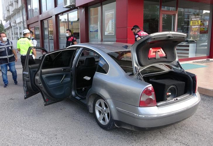 Otomobil arıza yapınca polislerden kaçamadılar