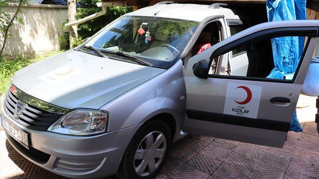 Kovid-19'dan ölen babanın otomobili vasiyeti üzerine Türk Kızılaya bağışlandı