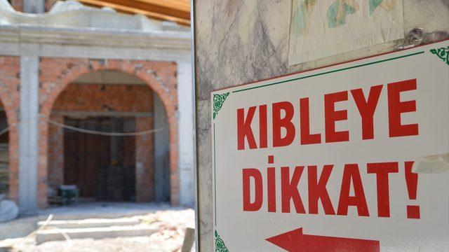 Kuşadası'nda kıblesinin yanlış olduğu 49 yıl sonra fark edilen caminin yerine yenisi yapılıyor