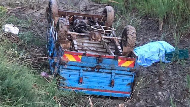 Isparta'da sulama kanalına devrilen tarım aracının sürücüsü öldü