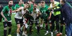 Kocaelispor, Sakaryaspor'u yenerek TFF 1.Lig'e yükseldi!