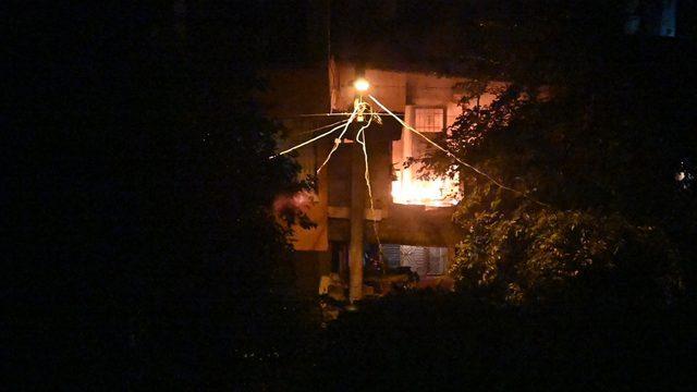 Osmaniye'de iki aile arasında çıkan tartışmada yakılmak istenen evde hasar oluştu