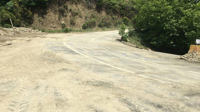 Tekirdağ'da sağanak nedeniyle düşen kaya parçalarının kapattığı yol ulaşıma açıldı