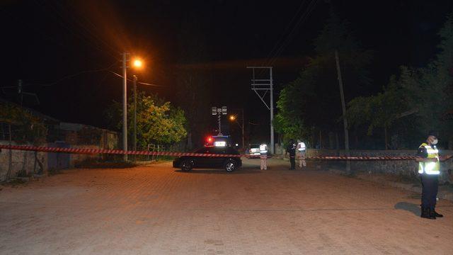 Afyonkarahisar'da iki aile arasında çıkan silahlı kavgada 6 kişi yaralandı