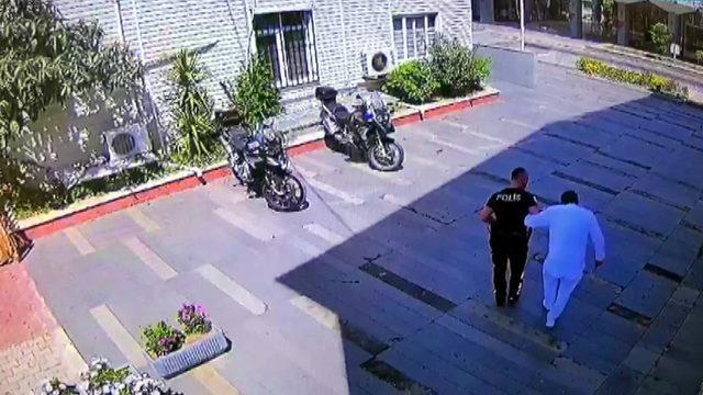 polis-ifadeye-gelen-ayagindan-rahatsiz-otel-calisanini-kucaginda-tasidi_6738_dhaphoto1