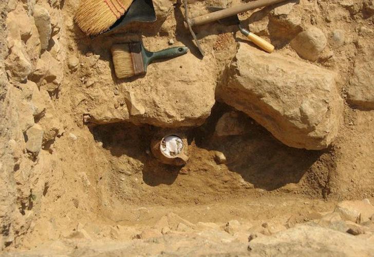 2300 yıllık büyü kavanozu: 55'ten fazla kişiyi felç etti!