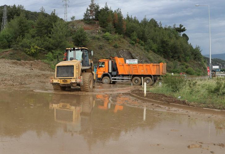Amasya-Erzincan karayolu ulaşıma kapandı