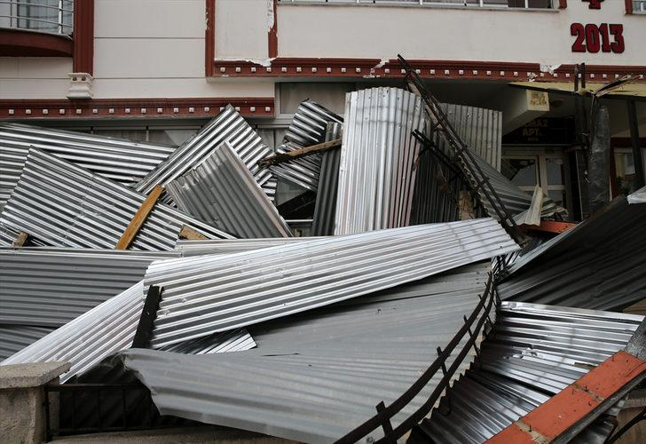 Sivas'ta fırtına nedeniyle bazı binaların çatısı uçtu