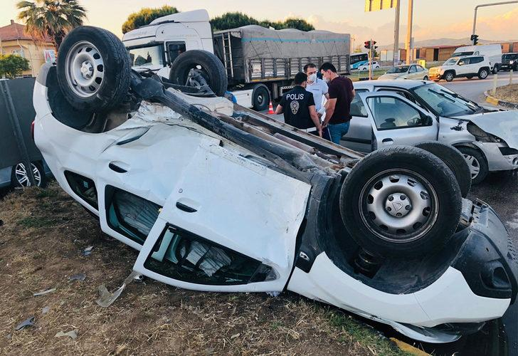 Manisa'da zincirleme kaza! 3 araç birbirine girdi: 3 Yaralı