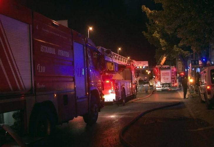 İstanbul'da korkutan yangın! 7 katlı binanın çatısı alev alev yandı