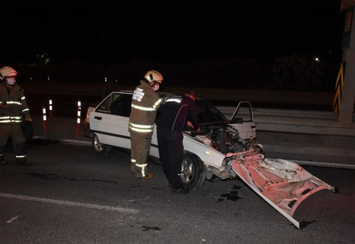 İzmir'de gece vakti feci kaza: 1'i ağır 3 yaralı