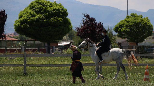 Kayseri'de özel öğrenciler atlı binicilik etkinliğine katıldı