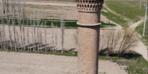 'Kırık minare' ilginç görüntüsüyle dikkatleri çekiyor