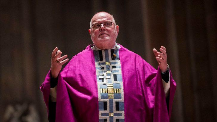 Alman başpiskopos, 'Kilise cinsel tacizle mücadelede başarısız' diyerek istifa etti