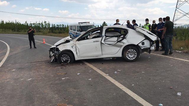Kuzey Marmara Otoyolu'nda otomobil bağlantı yoluna devrildi: 1 ölü, 2 yaralı