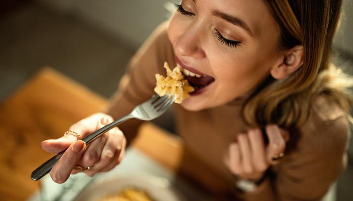 Yemekten hemen sonra bunları yapıyorsanız dikkat edin! Yemek yedikten sonra asla yapılmaması gereken maddeler