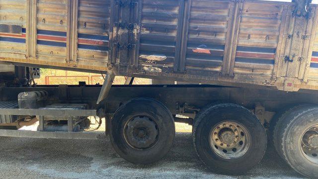 Antalya'da saman yüklü kamyon seyir halindeyken alev aldı