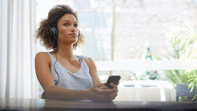 İngiltere'de toplam müzik dinlenmelerinin yüzde 80'i dijital platformlarla yapılıyor.