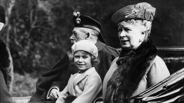 Kraliçe 2. Elizabeth, büyükbabası Kral V. George tarafından Lilibet ismiyle çağrılırdı (Fotoğraf: 1932)
