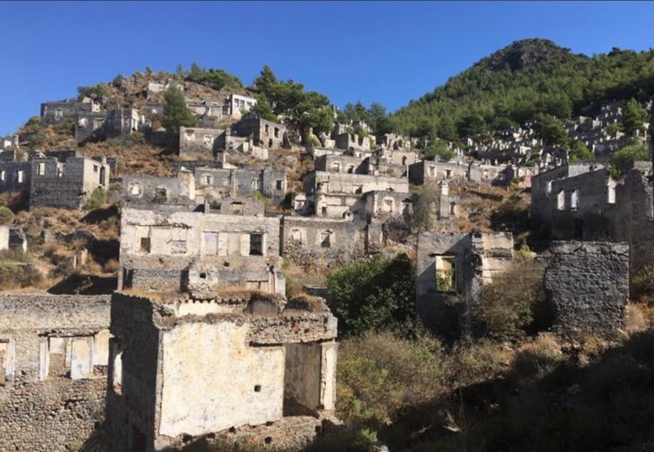 Kaderi terk edilmek olan ve hikayesiyle merak uyandıran bir yerleşim yeri: Kayaköy