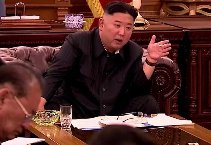 Toplantıda ortaya çıkan Kuzey Kore lideri Kim Jong Un yeni görüntüsüyle şaşkına çevirdi