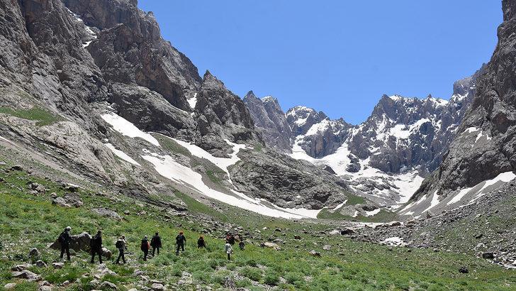 Hakkari'deki Cilo Dağları doğal güzellikleriyle seyahat tutkunlarının yeni rotası oldu