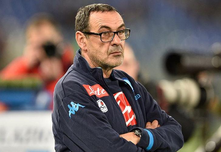 Lazio, Maurizio Sarri'yi sigarayla duyurdu
