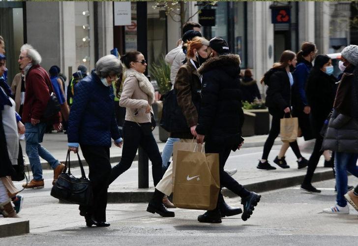 Hindistan varyantının baskın hale geldiği İngiltere'de bir günde yüzde 74 vaka artışı