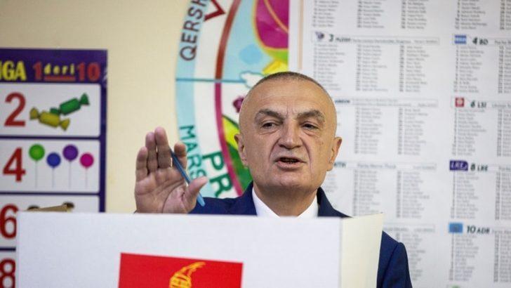 Arnavutluk Parlamentosu Cumhurbaşkanı Görevden Alınsın Dedi
