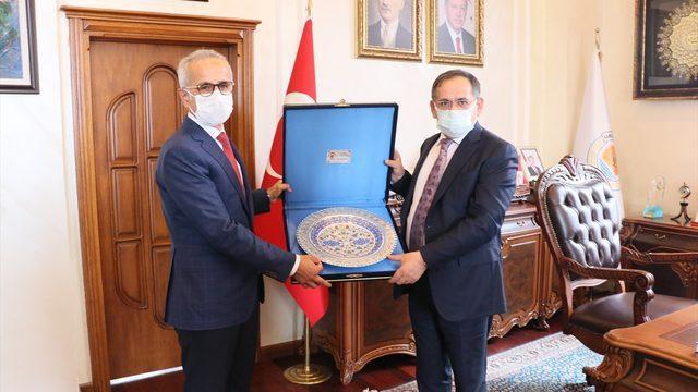 Karayolları Genel Müdürü Uraloğlu, Yeşil Yol Projesi ile bölünmüş yol çalışmalarına anlattı