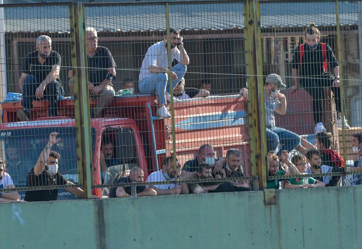 Tribüne alınmayan taraftarlar maçı stat dışından izledi