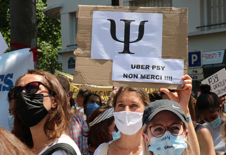 Fransa'da psikologlar, mesleklerinin ciddiye alınmadığı gerekçesiyle gösteri düzenledi