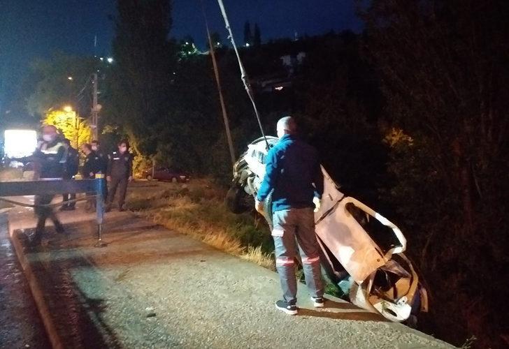 Ankara'da kontrolden çıkan araç dereye uçtu: 2'si ağır 4 yaralı