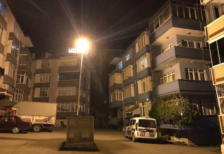 Evde bulamayınca korkunç gerçeği fark ettiler! 4'üncü kattan düştüğü iddia edilen çocuk ağır yaralandı