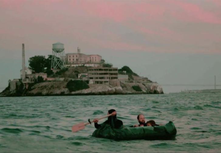 Firar edilmesi imkansız olarak görülen Alcatraz'dan kaçmayı başaran Frank Morris ve ekibinin ilginç kaçış hikayesi