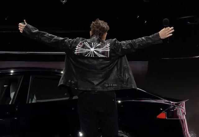 Elon Musk Plaid rozeti
