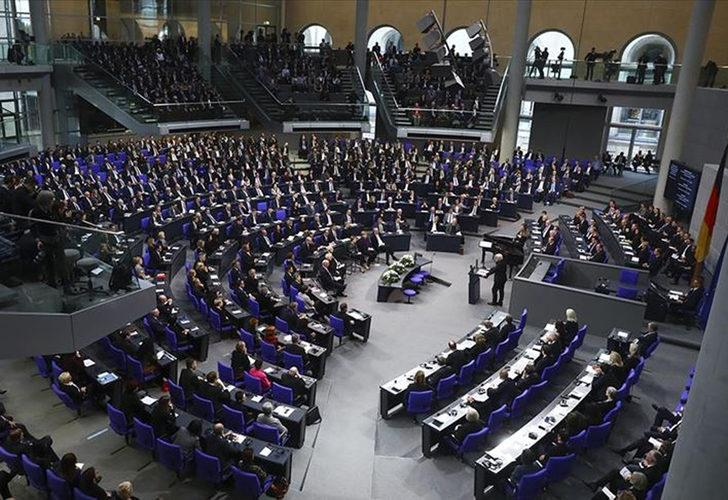 Alman Yeşiller ve Sol Parti'nin Türkiye'ye silah ambargosu teklifi reddedildi