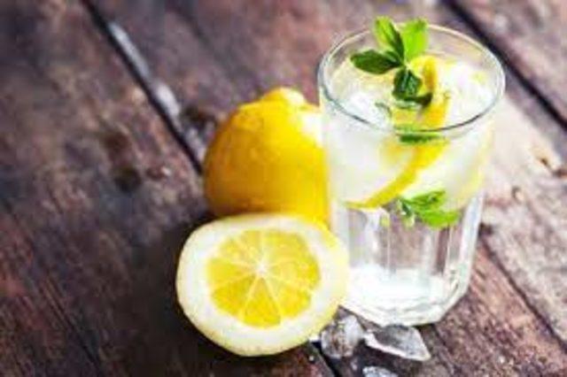 Limonlu suyun faydaları saymakla bitmiyor! Limonlu su neye iyi gelir?