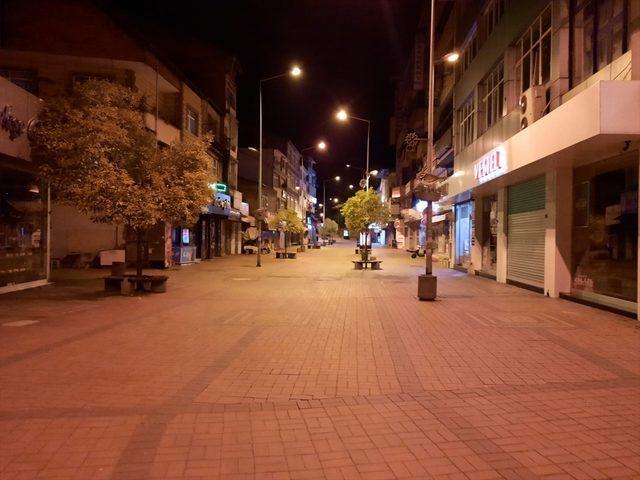 Zonguldak'ta kısıtlamanın başlamasıyla sokaklar boşaldı