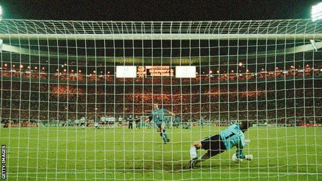 Southgate, Euro 96 yarı finalinde Almanya'ya karşı kritik penaltıyı kaçıran isimdi.
