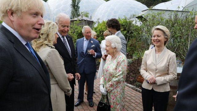 Kraliçe II. Elizabeth, Biden çiftiyle G7 zirvesinde Eden Projesi kapsamında verilen bir resepsiyonda tanıştı.