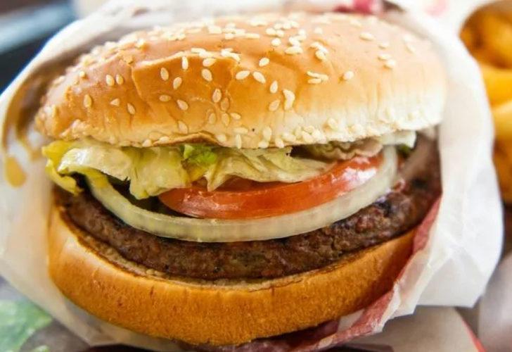 Pakistan'da polise bedava hamburger vermeyen çalışanlar gözaltına alındı
