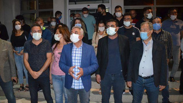 GÜNCELLEME 2- Didim Belediye Başkanı Atabay ile avukatı, bir grubun sopalı saldırısına uğradı