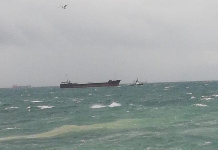İstanbul açıklarında kargo gemisi sürüklendi