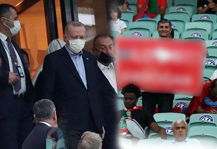 Türkiye-Galler maçında dikkat çeken pankart