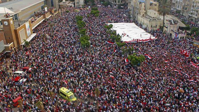 Mısır'ın İskenderiye şehrinde düzenlenen Mursi karşıtı bir protesto
