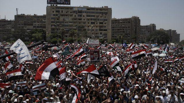 Mursi lehine düzenlenen bir protesto gösterisi